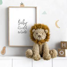 Fufy león peluche / ¡El zoo en la habitación de los más peques! Este león tan divertido y suave será el mejor aliado de los peques en sus mil aventuras ¡Se harán inseparables!  Recomendaciones: · Lavar únicamente a mano · No usar secadora · No planchar · No se recomienda limpiar en lavadora Place Cards, Place Card Holders, Cold, Sew, Houses, Home Decor, Templates, Small Space Furniture, Wood Toys