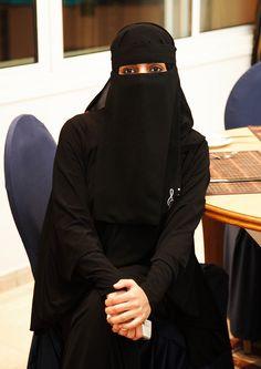 Kkk Hijab Niqab, Muslim Hijab, Mode Hijab, Arab Girls Hijab, Muslim Girls, Muslim Couples, Beautiful Muslim Women, Beautiful Hijab, Hijabi Girl