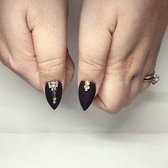 Work with LOVE 😙 #yegnails #❄️#yegnails #closeup # ALL DONE BY FREEHAND 😉#edmontonnails #clientview #780nails #edmontonnailtech #cute #fade #edmlifestyle #edm #swarovski #blingnails #acrylicnails #fullset #yegnailtech #lacenails #nails #handpainted #freehanddesign #colors #nailart #no19 #vetrogel #silverleaf #goldleaf #nails