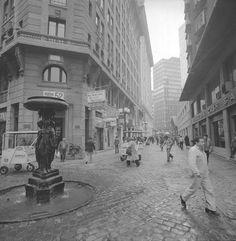 Calle Nueva York, con los recordados carritos Soprole, 1975