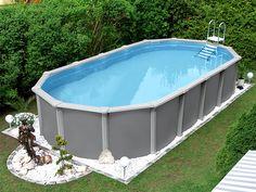 Dieser elegante, ovale Swimmingpool mit besonders stabiler Stützkonstruktion könnte auch in Ihrem Garten stehen. Bei POOLSANA finden Sie diesen einzeln oder im Komplett-Set mit allen nötigen Zubehörteilen. #pool #garten #gartenpool #schwimmbecken