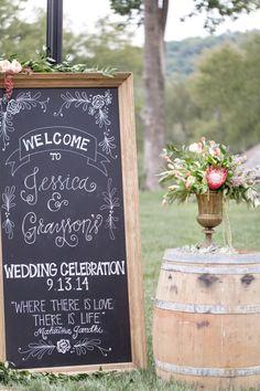 Fabulous signage: http://www.stylemepretty.com/tennessee-weddings/brentwood-tennessee/2015/05/12/vintage-chic-southern-mansion-wedding/   Photography: Glass Jar - http://glassjarphotography.com/   convites, acessórios, placas personalizadas, papelaria do casamento, mesas de jantar, festa pista de dança  Papel e Estilo ♥♥ http://www.papeleestilo.com.br/