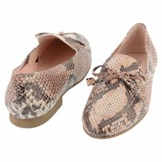 d143b045593 Mocasines piel imitando serpiente en beige Zapatos Planos