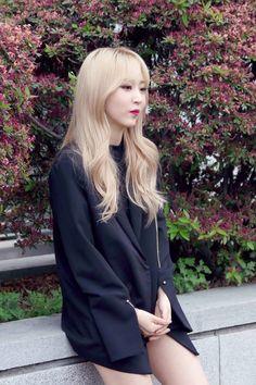 moomoocentral Kpop Girl Groups, Korean Girl Groups, Kpop Girls, Asian Short Hair, Mamamoo Moonbyul, Solar Mamamoo, Rainbow Bridge, Me As A Girlfriend, South Korean Girls