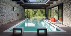 The popularity of indoor pools is partly due to their extreme versatility. People can swim in indoor pools at any point during the year, regardless of the Indoor Swimming Pools, Swimming Pool Designs, Lap Swimming, Indoor Pools In Houses, Pool Indoor, Pools Inground, Casas Country, Houses In Poland, Glass House Design