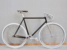 bertelli biciclette domenica sport fixed gear bike 2 Fixed gear (fixie) single speed fiets bouwen Bici Retro, Velo Retro, Velo Vintage, Vintage Bicycles, Velo Design, Bicycle Design, Fixed Gear Bikes, Bici Fixed, Bike Details
