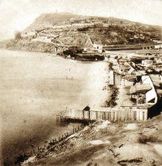 BARCELOFÍLIA - *1860's.- Una magnífica imatge de la costa de Sant Bertran, probablement captada des del cim del Baluard del Rei, on es poden apreciar la platja i els embarcadors que hi havien instal.lats.