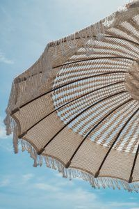 nl- marame paradol from Bali Beach Aesthetic, Summer Aesthetic, String Lights Outdoor, Outdoor Lighting, Summer Feeling, Summer Vibes, Summer Days, Casa Kardashian, Nude Colors