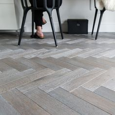 Herringbone parquet floors with a twist or modern. Unlike traditional parquet blocks the Zigzag range of floors are engineered with a bevel edged European Oak wear layer which is bonded … Best Flooring, Parquet Flooring, Hardwood Floors, Wood Parquet, Flooring Ideas, Kitchen Flooring, Diy Wood Wall, Rustic Wood Walls, Light Wood Texture