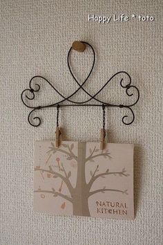 """for hangers at Audreys. maybe put """"FAMILY"""" in the open part of hanger and then the names down the holders Wire Hanger Crafts, Wire Hangers, Wire Crafts, Metal Crafts, Diy And Crafts, Christmas Crafts For Gifts, Craft Gifts, Wire Wrapped Jewelry, Wire Jewelry"""