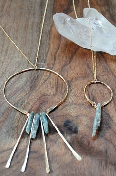 Raw blue Kyanite necklace – long gold statement necklace- amine re Gold Bar Necklace, Boho Necklace, Gemstone Necklace, Boho Jewelry, Wire Jewelry, Jewelery, Jewelry Necklaces, Fashion Jewelry, Diy Necklace Statement