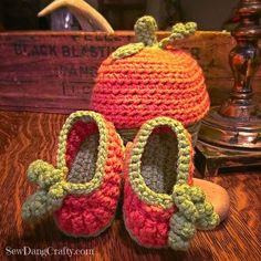 Pumpkin Halloween Crochet Baby Infant booties - Free PDF Pattern at http://SewDangCrafty.com