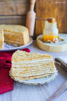 TORT MEDOVIK (CU MIERE) PAS CU PAS I Rețetă + Video – Valerie's Food Torte Cake, Cake Bars, Romanian Food Traditional, Sweets Recipes, Cookie Recipes, Peach Yogurt Cake, Romanian Desserts, Desert Recipes, Coco