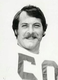 Linebacker D.D. Lewis