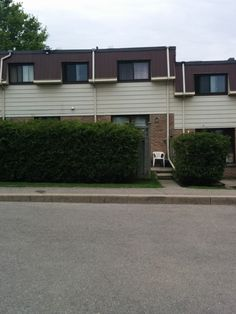 COMMUTER SPECIAL! What more could you ask for? This 3 bedroom, renovated townhouse is perfect for a first time home buyer, or someone looking for little maintenance. Home is close to excellent schools, beautiful parks and public transit. Just a 2 minute drive to Highway 401 for those who have to commute. Condo fees include everything but cable and telephone. Be the proud owner today! MLS E3151538