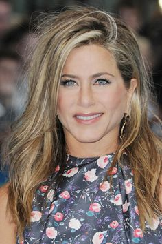 10 easy weekend hairstyles for that laid-back, casual look: Jennifer Aniston's messy wave