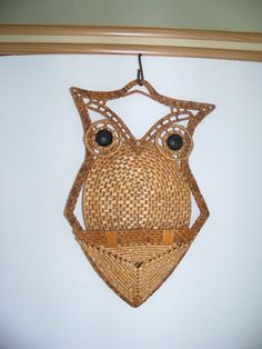 Retro 1970s Woodland Straw Woven Owl Bird Note Letter Bill Holder Retro Home Decor Wall Hanging by KitschyKooVintage on Etsy https://www.etsy.com/listing/121406876/retro-1970s-woodland-straw-woven-owl