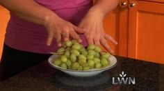 Looking for a low calorie snack? Try freezing grapes. so delicious! Good Healthy Recipes, Healthy Snacks, Easy Recipes, Big Meals, Easy Meals, Frozen Grapes, Low Calorie Snacks, Tasty, Yummy Food