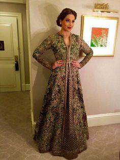 Bipasha basu in sabyasachi mukherjee Tesettür Şalvar Modelleri 2020 Pakistani Couture, Indian Couture, Pakistani Outfits, Indian Outfits, Indian Clothes, Indian Gowns, Indian Attire, Anarkali Dress, Lehenga