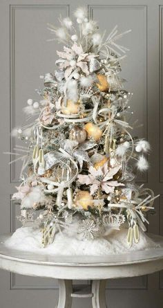 Check Out 25 White And Silver Christmas Tree Decorations Ideas. Silver and white colors are the best ones to remind of icy winter days. They are amazing for décor – white snowflakes, silver garlands and, of course, white Christmas tree decorations! White Christmas Tree Decorations, Elegant Christmas Trees, Tabletop Christmas Tree, Silver Christmas Tree, Small Christmas Trees, Xmas Tree, Christmas Holidays, Classy Christmas, Christmas Mantles