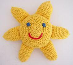 Vauvan aurinkoleluun tarvitset: Keltaista puuvillalankaa 50 g kerä (omaani meni noin 30 g) Virkkuukoukku 2,5 Vanua Punaista puuvillalankaa ( suu) Sinistä puuvillalankaa (silmät) Olen koonnut tämän …