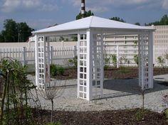 Altana ogrodowa, biała altana ogrodowa, meble do ogrodu. Zobacz więcej na: https://www.homify.pl/katalogi-inspiracji/29519/6-pomyslow-na-pawilon-ogrodowy