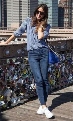 35 Best Outfit Ideas With New Sneakers Office Style Inspiration Blue Shirt Plus Bag Plus Skinny Jeans Plus White Sneakers Casual Weekend Outfit, Smart Casual Outfit, Casual Work Outfits, Casual Chic, Outfit Office, Chic Outfits, Office Wear, Woman Outfits, Dress Casual