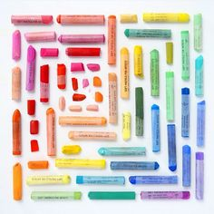 Beautiful, Rainbow-Colored Images Composed Of Neatly Arranged Everyday Objects - DesignTAXI.com