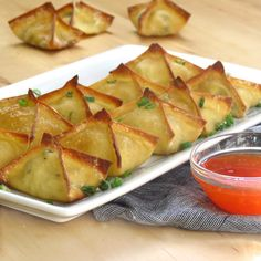 Easy and delicious Baked Cream Cheese Wontons recipe. Baked, not fried! This yummy Asian inspired appetizer is better than take out and so much healthier! Cream Cheese Wontons, Cream Cheese Filling, Cream Cheeses, Wonton Recipes, Chicken Recipes, Chicken Bacon, Dip Recipes, Yummy Recipes, Snack Recipes