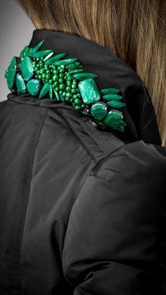 コートの襟裏にリメイクする斬新なアイディアトレンドのビジュー襟はリメイクで簡単にできる - NAVER まとめ