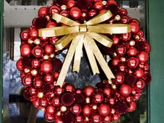 coolest ball wreath ever!