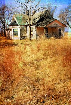 Solve Abandoned Home in Harris, Kansas jigsaw puzzle online with 140 pieces Abandoned Farm Houses, Old Abandoned Buildings, Abandoned Property, Old Farm Houses, Abandoned Castles, Old Buildings, Abandoned Places, Old Mansions, Abandoned Mansions