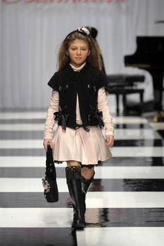 Miss Blumarine Fall 12/13 Runway: Pastel pink and black=très chic