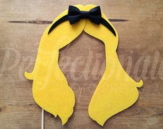 The Alice hair photo-booth prop makes the perfect Wonderland Party or Tea Party Prop! It is hand-made from multiple layers of stiff felt with soft felt bow. Alice In Wonderland Props, Alice In Wonderland Tea Party, Tea Party Decorations, Party Centerpieces, Deco Disney, Prop Making, Princess Party, Princess Hair, Mad Hatter Tea