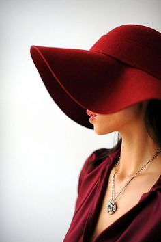 Love a good floppy hat, it might be a few months too soon but I need this for Fall! Pantone's 2015 Color of the Year | Marsala