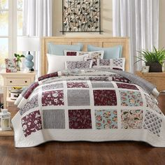 DaDa Bedding Festive Merlot Burgundy Bohemian Reversible Cotton Real Patchwork Quilted Coverlet Bedspread Set - Bright Vibrant Floral Paisley & Striped Back Colorful White Print - Cal King - History Of Quilting, Patchwork Quilt Patterns, Crazy Patchwork, Patchwork Designs, King Size Quilt, Quilted Bedspreads, Shades Of Burgundy, Quilt Sets, Bedding Collections