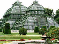 Wallace Gardens — Palmenhaus, Vienna, a greenhouse featuring plants.