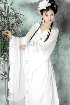 Shiyu Shiyu uploaded this image to 'han dress'. See the album on Photobucket. Hanfu, Cheongsam, Beauty And Fashion, Asian Fashion, Asian Style, Chinese Style, Traditional Chinese, Asian Woman, Asian Girl