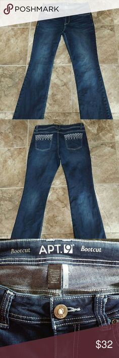 👖Dark rinse Embellished Jeans 💋Super cute embellishments on back pockets and front button as well as the tiny pocket on the front. 5 pocket Jeans with zip fly. Boot cut Size 8 Modern fit. Sit at natural waist. ✈🎁 Apt. 9 Jeans Boot Cut