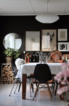 The diningroom; where stories and meals will be shared.