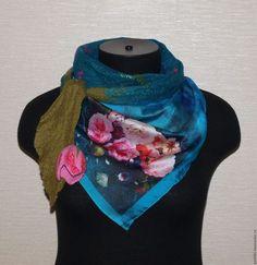 Купить или заказать Валяный бактус 'Винтажные розы' в интернет-магазине на Ярмарке Мастеров. Легкий и нежный бактус с красивым принтом нежных роз. Бактус можно носить поверх одежды или на блузку, платье.