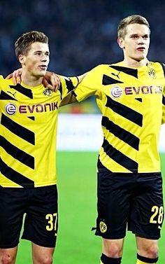 Erik Durm und Matthias Ginter - BVB Borussia Dortmund Celebration! #erikdurm #durm #37 #bvb #echteliebe #mannschaft #deutschland #fußball #futbol #cute #boys #germanyboys #germany #borussia #dortmund #ginter #marcoreus #reus
