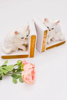 1950s Vintage Cat Bookend Set from Sweet & Spark! Vintage Cat, Unique Vintage, Vintage Designs, Vintage Costume Jewelry, Vintage Costumes, Vintage Jewelry, History Books, Vintage Home Decor, Chinoiserie