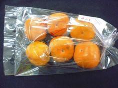 Nieuwe verpakking verlengt houdbaarheid Sharonfruit - het wordt 3-4 maanden in een Modified Atmosphere (MA) omgeving met weinig zuurstof en veel CO2 gelaten. Daarna verpakt in een  verpakking ontworpen om de effecten van de MA omgeving te verlengen. De methode zorgt voor steviger fruit en helpt tegen de Zwarte Vlekken Ziekte, waar 50% van de productie mee te maken heeft. Deze verpakking creëert mogelijkheden voor verdere verscheping en langere opslag van hetfruit tot wel 5 maanden.