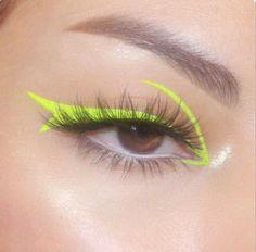 Edgy Makeup, Makeup Eye Looks, Eye Makeup Art, Eyeliner Looks, Colorful Eye Makeup, Crazy Makeup, Kiss Makeup, Cute Makeup, Pretty Makeup