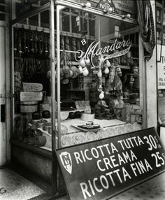 "[CasaGiardino]  ♡  Ricotta Tutta Crema (""Creama"" is incorrectly spelt on the sign)  Poor Mr. Mandaro needs an Italian spell check."