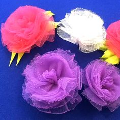 Tulle flowers - easy to make pretty to see 😍 By: Fabric Flowers Easy Fabric Flowers, Diy Lace Ribbon Flowers, Ribbon Flower Tutorial, Tulle Flowers, Fabric Roses, Cloth Flowers, Diy Ribbon, Paper Flowers Diy, Ribbon Crafts