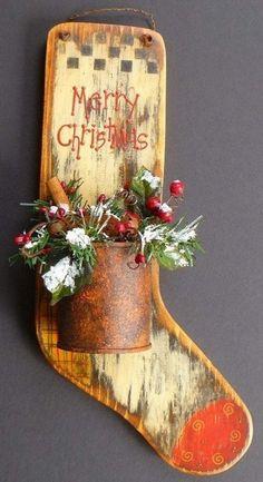 décoration murale Noël: chaussette en bois et boîte métallique