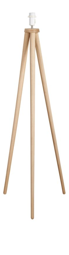 A wooden lamp, elegant and modern thanks to its beautifully slender solid beech tripod. Also available as a table lamp. Diy Deco Rangement, Wood Floor Design, Diy Lampe, Painted Wood Walls, Deco Luminaire, Light Crafts, Tripod Lamp, Lamp Light, Floor Lamp