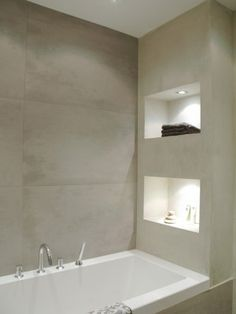 Interieur Recessed shelves with lighting right next to the bath tub The post Interieur appeared first on Badezimmer ideen. Bathroom Design Inspiration, Bad Inspiration, Modern Bathroom Design, Modern House Design, Bathroom Designs, Design Ideas, Bath Design, Niche Design, Modern Bathroom Lighting
